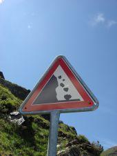Plötzlicher Steinschlag im Gebirge – was leistet die Teilkasko?